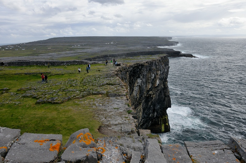 28 Aug: The cliffs at Dún Aonghosa, a 2500-year-old fort in the Aran Islands