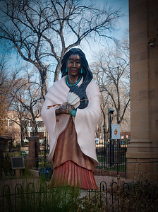1 Dec 2014: Statue outside the Cathedral Basilica of St. Francis of Assisi in Santa Fe