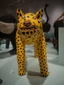 9 Dec 2014: Cheetah by Felipe Beneto Archuleta (1973, wood & paint) at the  Museum of International Folk Art