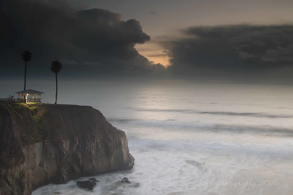 November 25 - A hole in the sky...<br /> <br /> #CY365 - Clouds<br /> Pismo Beach, CA