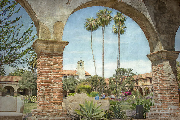 April 24 - An afternoon at the Mission...<br /> <br /> #CY365 - Look Beyond<br /> Mission San Juan Capistrano