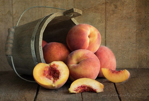August 3 - I'm thankful for our abundance of fresh summer fruit...I can't get enough!<br /> <br /> #CY365 - Produce