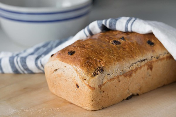 January 9 - Though I'm not necessarily thankful for an icy storm in Portland that closed the airport and cancelled all the Southwest flights; I am thankful that those things gave my daughter another day with us and that she took time to bake a loaf of her Cinnamon Raisin Bread...  #CY365 - Family Time