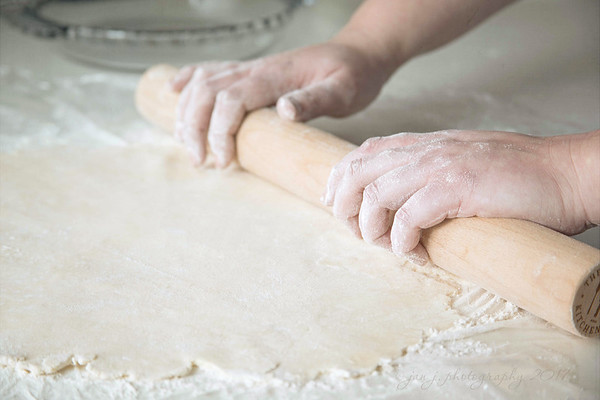 January 4 - I'm thankful my daughter the professional baker is home and we had a chance to bake together...this time she was the teacher and I was the assistant.   #CY365 - Details