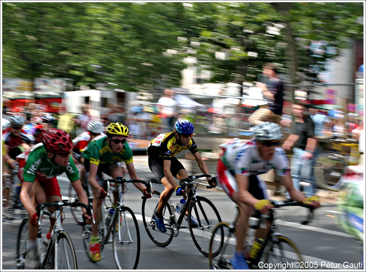 The only pic for August<br /> Somewhat impressionistic photo of a bike-race in central Berlin.