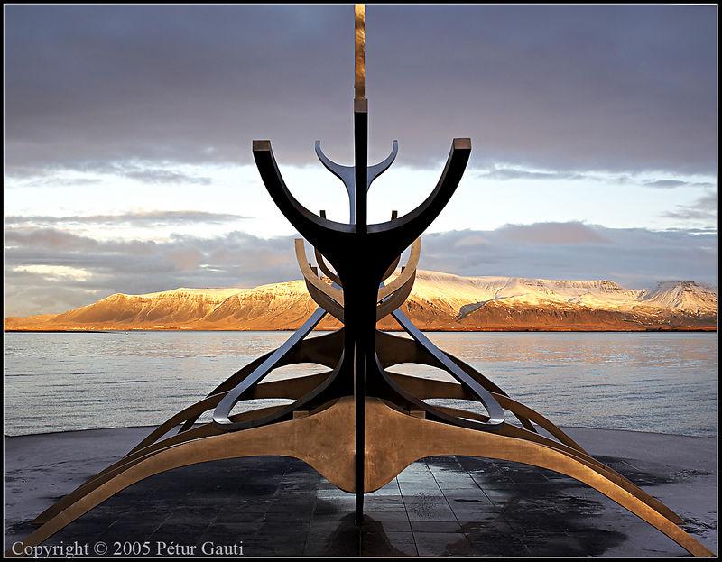 04. Dec. Sólfarið. A sculpture so beautiful I always return to capture it again and again.