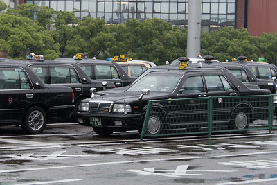 Taxis in Japan are mostly Toyota Crown Comfort or Nissan Cedric Y31 (like the one in front).