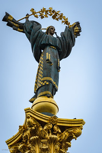 Berehynia-Oranta, the 9 mtr high statue on top of the 52 mtr column. Forming together the independence monument.