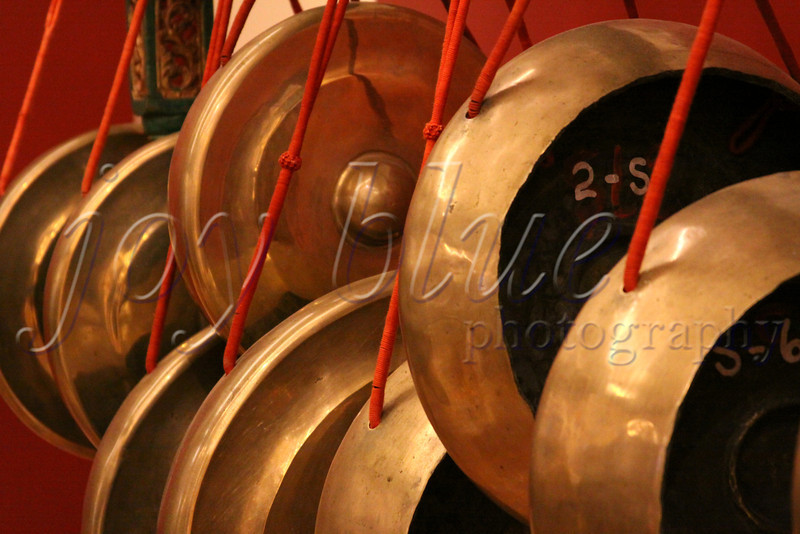 <b>The Gong Show The MIM—21 December 2011</b>  Last week, I was very happy to take the boys to the Musical Instrument Museum in Phoenix AZ (www.theMIM.org; it was fairly new when I visited in October 2010). NOS explains that gongs are an important part of Indonesian Gamelan music (from the islands of Bali and Java)—they start and end the song.