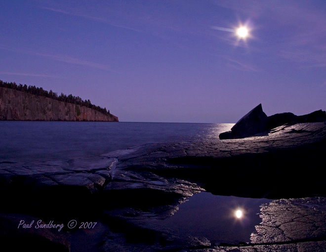 Each month I try to watch the full moon as it rises over Lake Superior.  October is the month that the moon usually comes up in the sea arch at Tettegouche State Park. Steve Van Kekerix and I hiked down to the beach on Wednesday. The moon came up right in the middle of the arch. The problem was the sun was too high so the moon was very pale and didn't show up in the photograph. It was still fun to see. We waited for it to get darker and took some photos in another location.