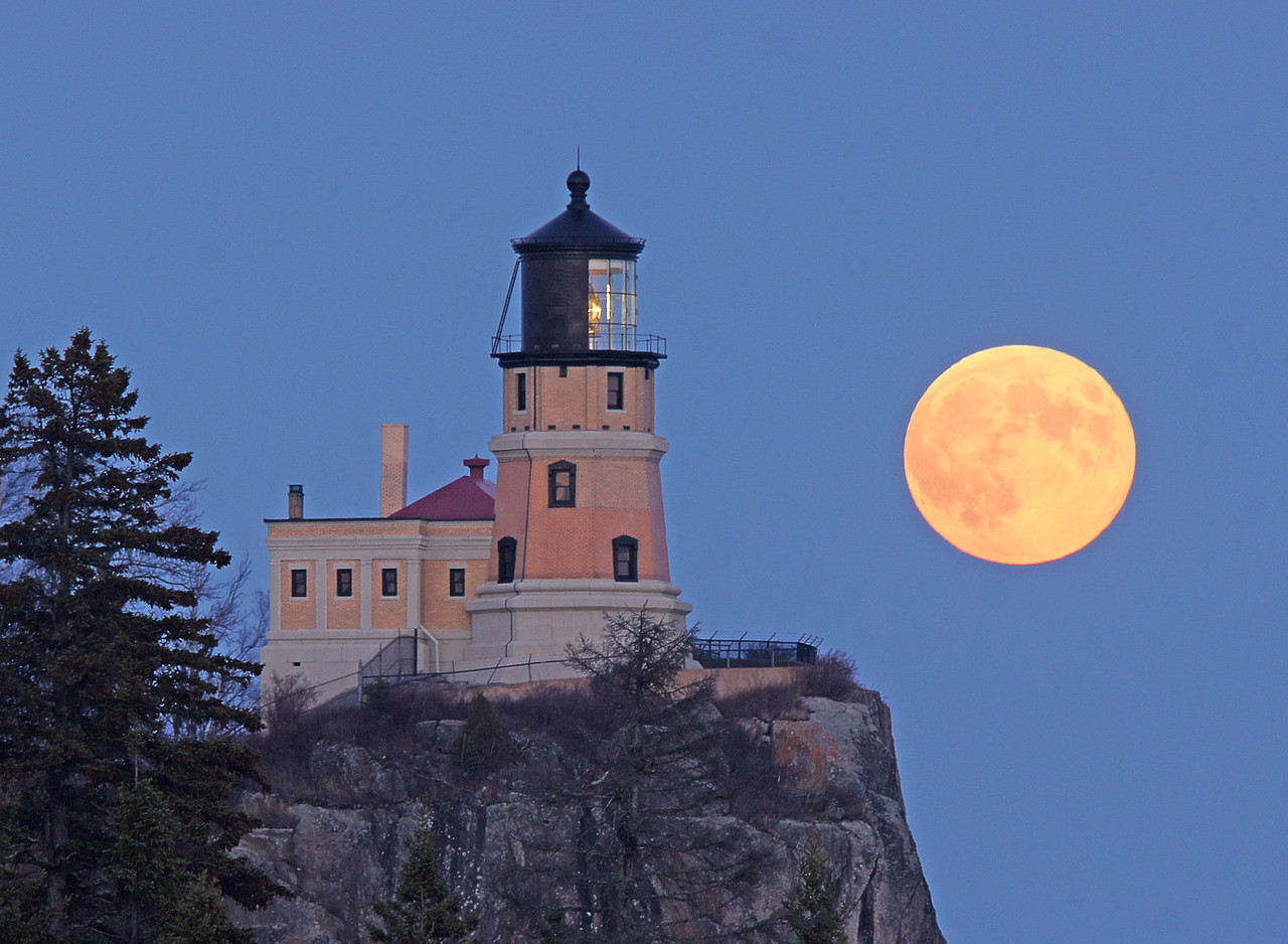 Hunters Moon Over Split Rock 003<br /> <br /> The light was on which added another meaningful element to the beautiful evening.