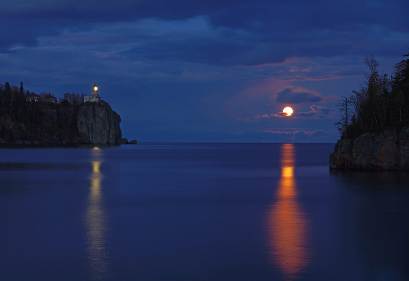 Moonrise over Split Rock 003<br /> <br /> Normally there are dozens of photographers taking photos of the moonrise but last night I had it all to myself.  I didn't see anyone else with a camera.