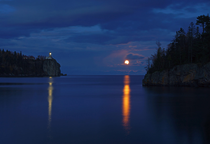 Moonrise over Split Rock 004