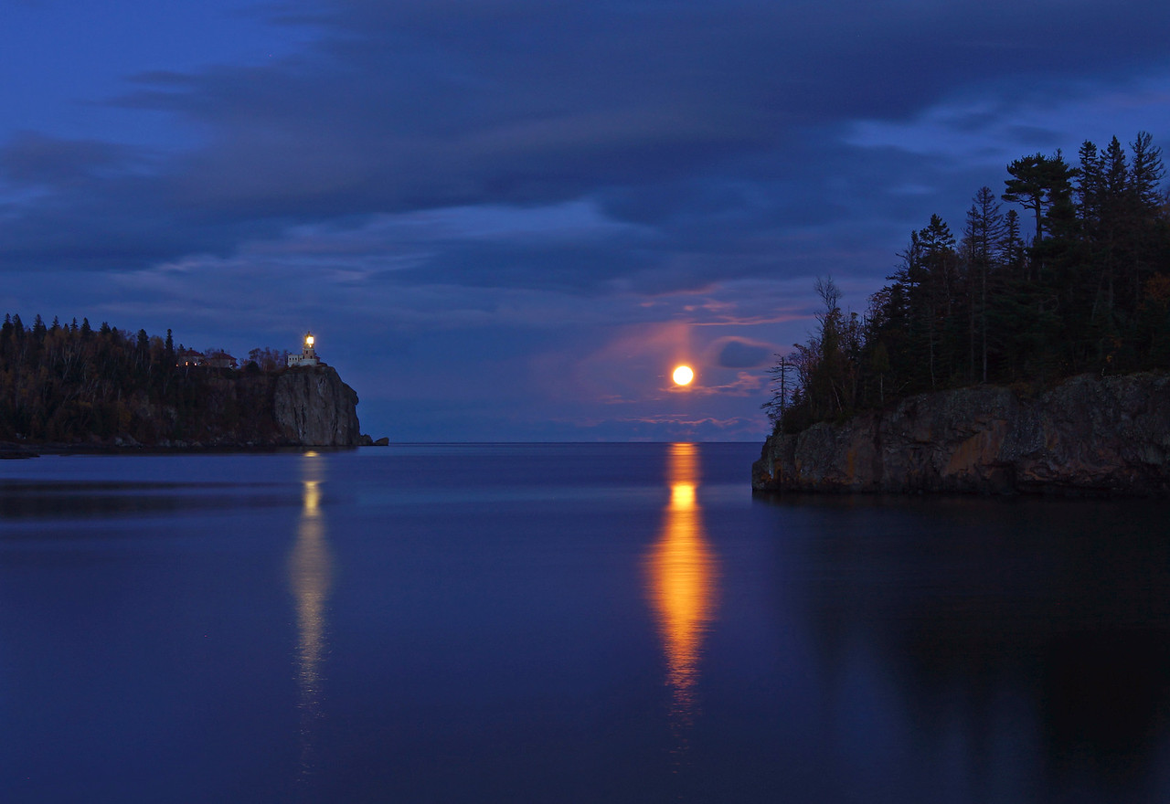 Moonrise over Split Rock 005