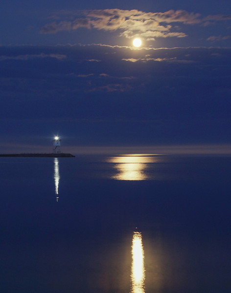 Super Moon Over Grand Marais 002