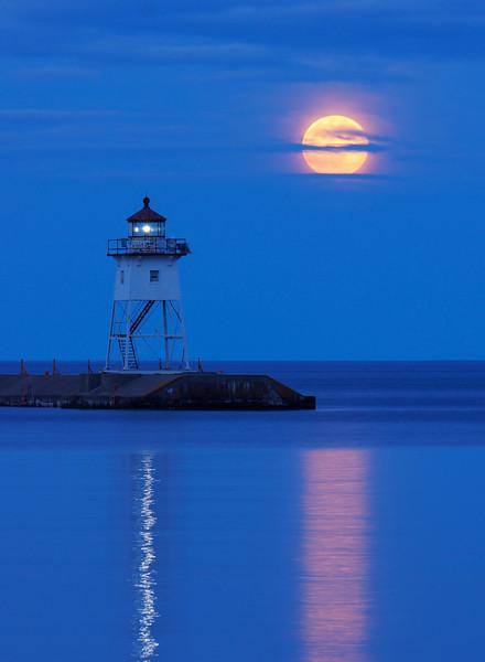 Grand Marais Moonrise 001