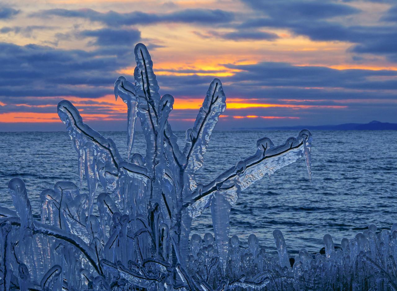 Grand Marais Harbor Ice 003