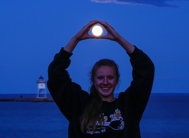 Blue Moon Grand Marais Harbor 004