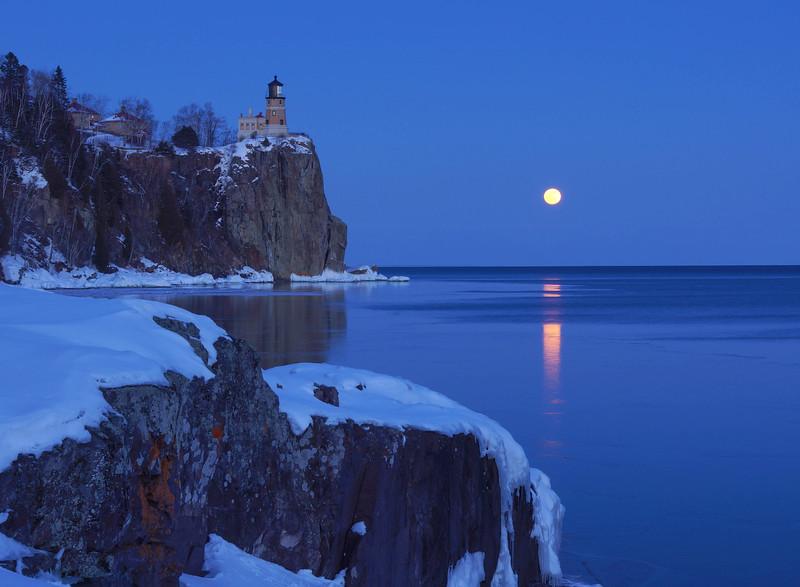 Moonrise Split Rock Lighthouse 2014
