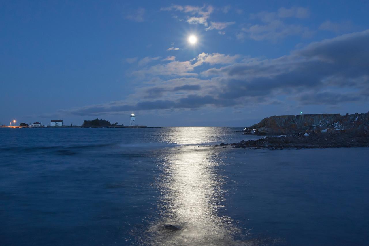 Grand Marais Moonrise 002
