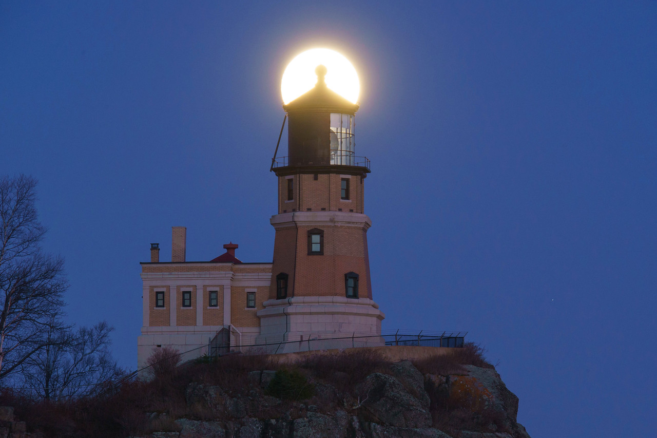 Moonrise Split Rock Lighthouse 004
