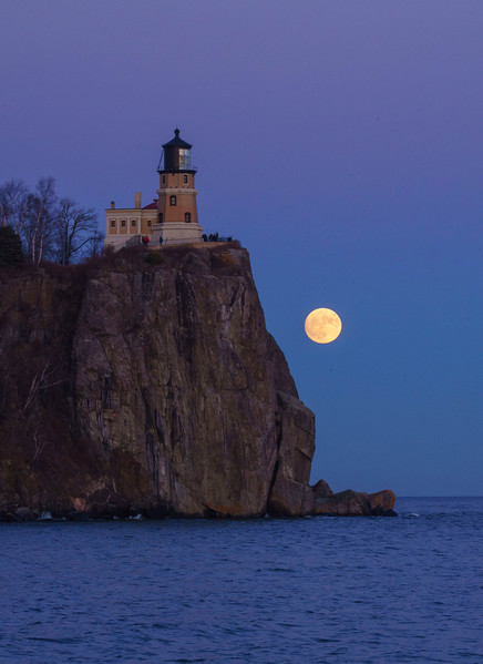 Moonrise Split Rock Lighthouse 001