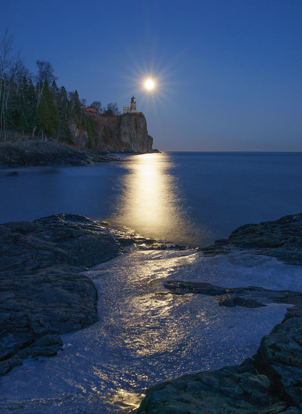 Moonrise Split Rock Lighthouse 005