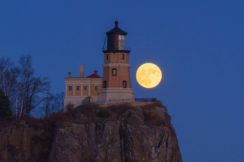 Moonrise Split Rock Lighthouse 003