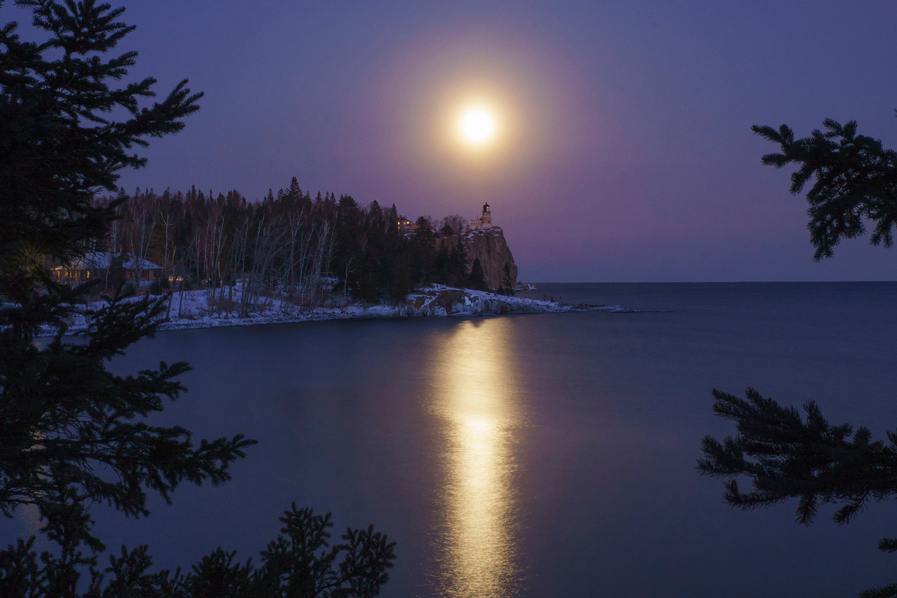 Wolf Super Moon over Split Rock 003