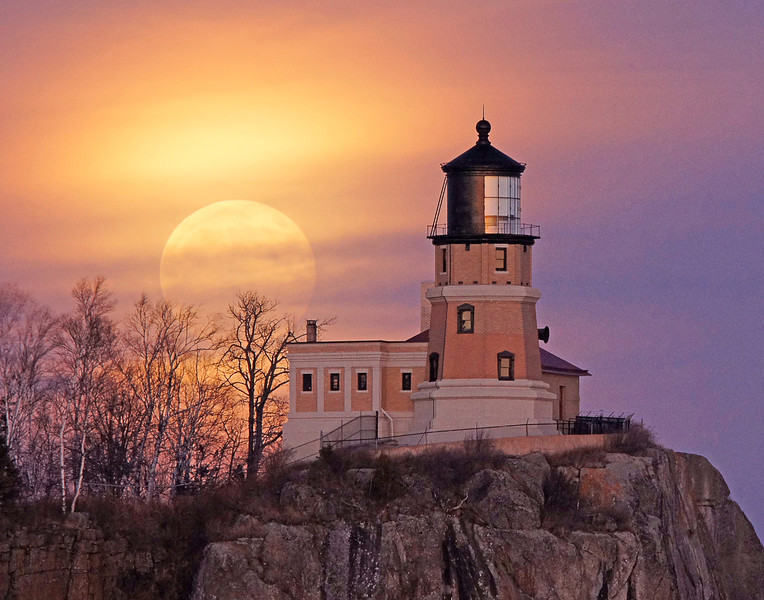 Moonrise Split Rock Lighthouse 001<br /> <br /> Some of the workshop participants were also at Split Rock Lighthouse State Park that evening to photograph the full moon. The moon couldn't have been more beautiful as it came up behind the lighthouse.