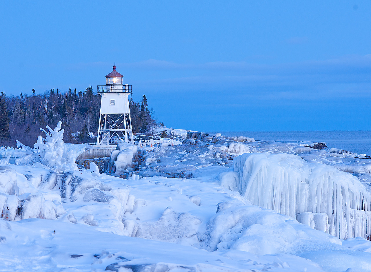 Icy Shoreline<br /> <br /> The shoreline is still very beautiful in many locations along the North Shore.