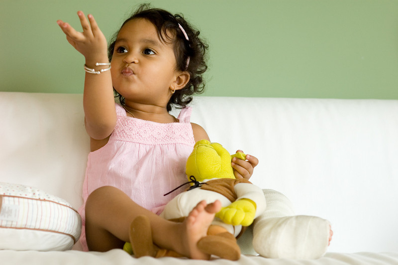 August 30 2008 <br /> <br /> Tha-ki-ta-tha-ki-ta-thom! <br /> <br /> (okay, it actually is a flying kiss)<br /> <br /> Kaavya is such a trooper - this is the second surgery on her left leg and hopefully this should help her tendon grow normally from now on.