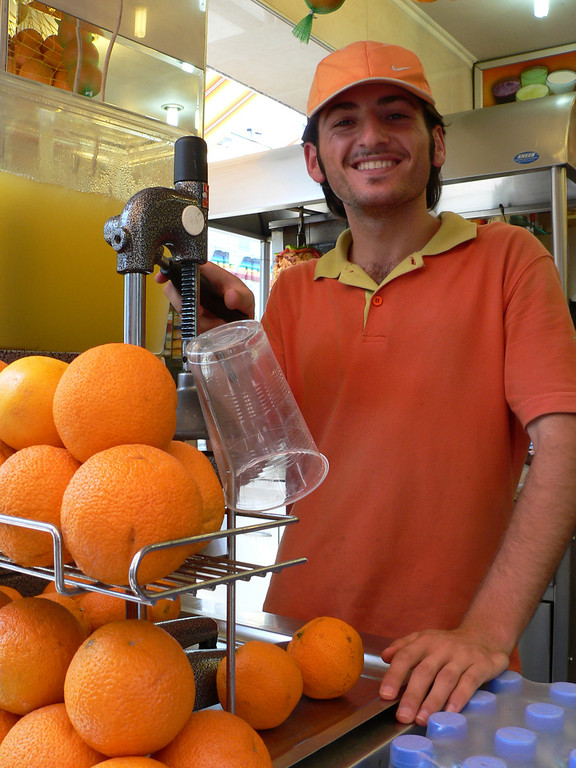 September 04 2007 <br /> <br /> Fresh orange juice - comes with a friendly smile :-)