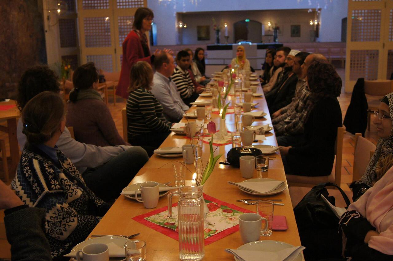 Vålerenga Kirke møter Minhaj Moské. To kvinnelige prester, en kvinnelig og en mannelig imam. #Interreligiøs-dialog -- by Yousef Bartho Assidiq