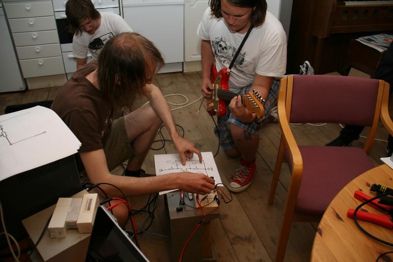bandORG er en landsomfattende organisasjon for folk som spiller i band. Vi har nærmere 6000 medlemmer fordelt på 1300 medlemsband, og er Norges største interesseorganisasjon for band. Vår viktigste oppgave er å hjelpe band til å komme seg videre. Dette gjør vi på mange måter. bandORG gir veiledning, fordeler tilskudd og vi holder kurs/seminarer/workshops -- by bandORG