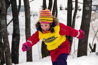 Nordmenn er ikke lenger født med ski på bena. Skiforeningen setter sporene og arrangerer skikurs. Med politikernes hjelp får alle være med. -- by Mette Øinæs Habberstad