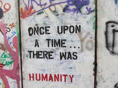 Tre ganger så høy som Berlinmuren. 723 kilometer lang. 85% er bygget på palestinsk jord. -- by Ingvild Skogvold
