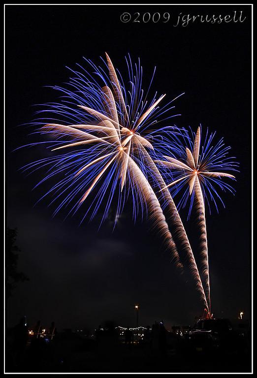 Woodbridge fireworks<br /> July 3, 2009