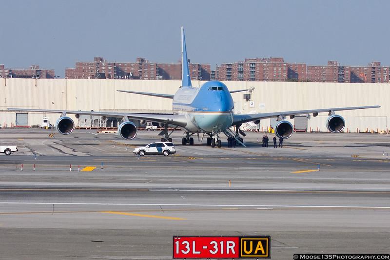 September 22 - VC-25A awaits President Obama at JFK.