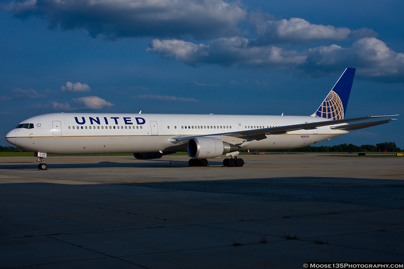 September 20 - United 767-400 brought the New York Giants to Charlotte to play the Panthers.
