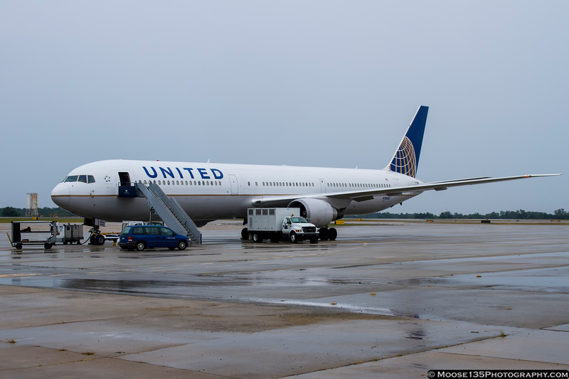 September 21 - It was a rainy afternoon, but when the NY Giants come to town, you go out and shoot their arrival!