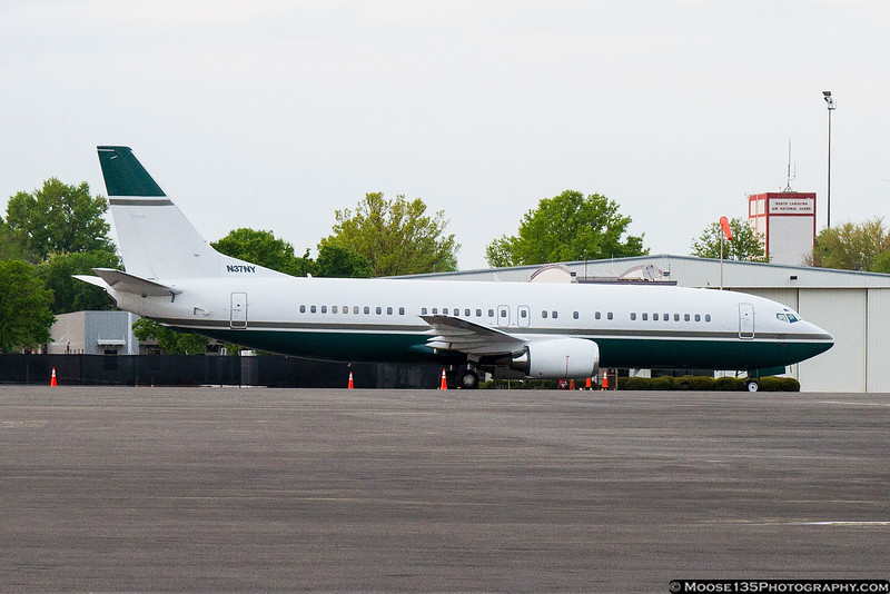 April 15 - An old friend from home.  Madison Square Garden's 737, bringing the NY Knicks to Charlotte to play the Bobcats.