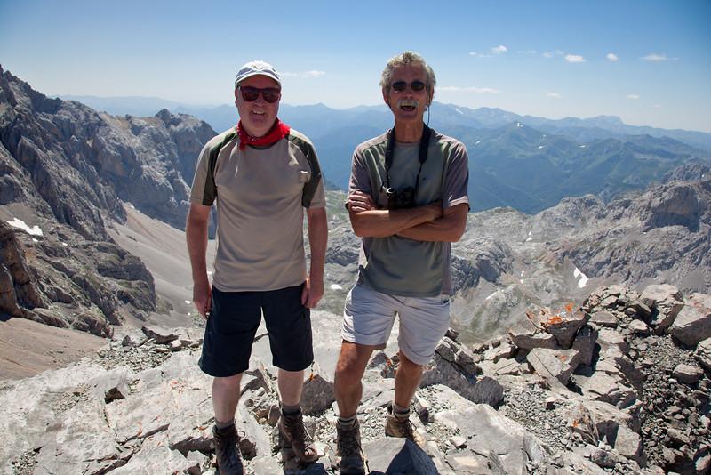 Summit peak Torre de los Horcados Rojos (2562 metres)