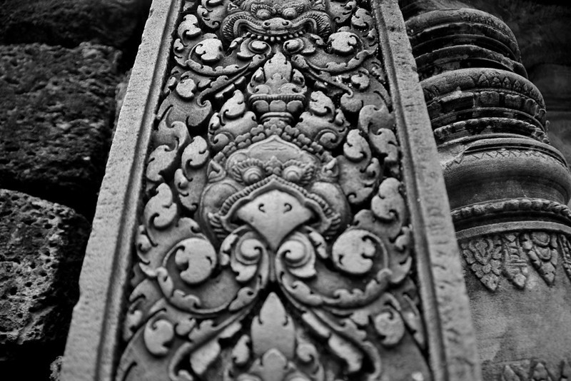 Even the columns have detailed designs carved into them.