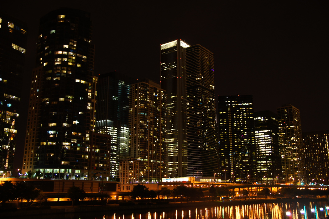 http://nomadicsamuel.com/destinations/chicago-at-night-photo-essay : A shot of some apartment and commercial buildings in the down town area.