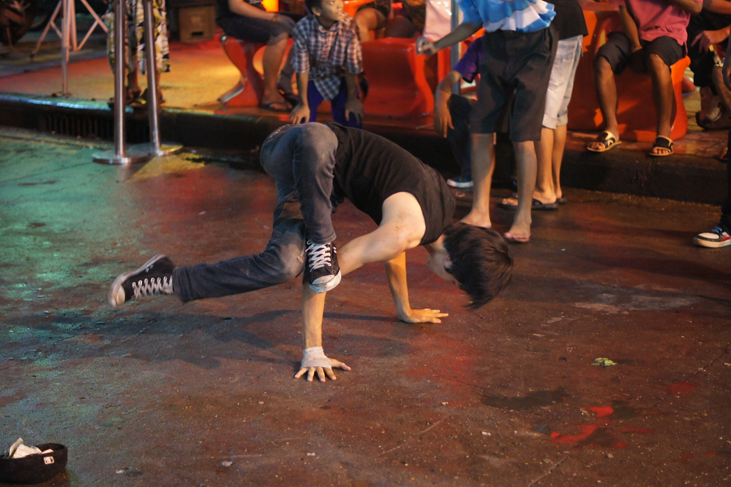 http://nomadicsamuel.com : Another break dancer caught mid-pose all tangled up.