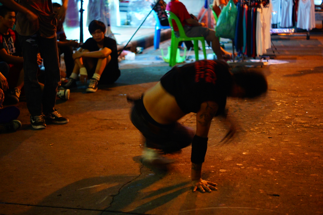 http://nomadicsamuel.com : A Thai break dancer captured in the middle of a spinning manoeuvre.