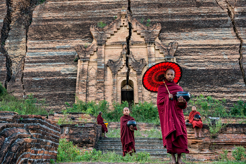 Young monks facilitate photo tourism at Mingun Pahtodawgyi
