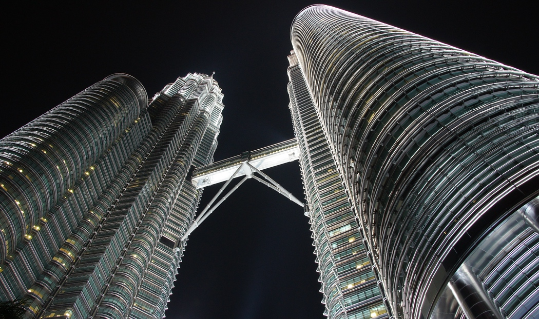 petronas towers at night photo essay from kuala lumpur  the petronas towers at night photo essay from kuala lumpur