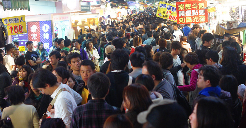 This shot clearly depicts the sea of people that forms the pulse of the Shilin Night Market.